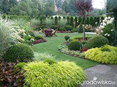 Must for Backyard Gardening Evergreen Landscape, Lawn And Landscape, Landscape Design, Garden Design, Landscape Plans, Large Backyard Landscaping, Garden Of Earthly Delights, Backyard Makeover, Dream Garden