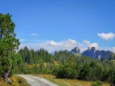 Der Amdener Höhenweg ist ein Highlight für Geniesser. Nebst einer beeindruckenden Moorlandschaft bietet die Wanderung einen herrlichen Ausblick. Switzerland, Vacations, Hiking, Mountains, Nature, Travel, Europe, Places, Landscape