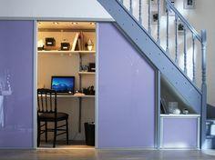 Sem espaço para o seu Home Office? Confira algumas soluções criativas para quem quer trabalhar em casa: http://on.fb.me/MWuDyP