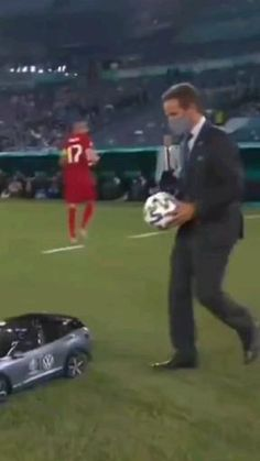 Download video HD on telegram : @burpins Football Videos, Football Gif, Screen Wallpaper Hd, Quirky Decor, Freaking Awesome, Download Video, Funny Facts, Just Amazing, Cristiano Ronaldo