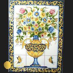 Pannello in ceramica di Caltagirone dipinta a mano. Vaso con fiori in policromia