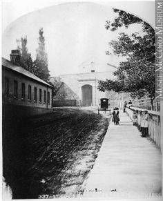 Photographie | La porte Saint-Louis, à l'intérieur des murs, Québec, QC, 1868 | I-33958.1