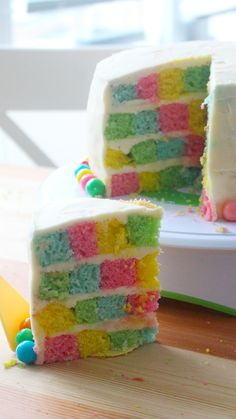 Checkerboard Cake Slice into this cake to reveal a colorful checkerboard pattern! Checkerboard Cake, Checkerboard Pattern, Patterned Cake, Cake Decorating Videos, Rainbow Food, Colorful Cakes, Cake Videos, Cakes And More, Let Them Eat Cake