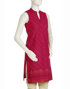 love this FabIndia kurta.. especially the colour and neck..can be teamed up with a beige salwar..and beige silk dupatta