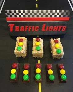 Make traffic lights for your pinewood derby. Stick red, yellow and green candies… Make traffic lights for your pinewood derby. Chocolate Almond Bark, Melting Chocolate, Rice Krispie Treats, Rice Krispies, Cub Scouts Wolf, Boy Scouts, Cub Scout Activities, Race Car Party, Pinewood Derby Cars