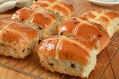 National Hot Cross Bun Day made with currants or raisins & marked with a cross made of a doughy paste baked into the bun or an icing added to the top. Sandwich Bread Recipes, Bread Maker Recipes, Jamaican Spice Bun Recipe, Recipe For I Don't Know, Roasted Turnips, Cross Buns Recipe, Cinnamon Raisin Bread, Homemade Hamburgers, Sweet Buns
