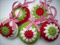 Crocheted Christmas ornaments set of 5 red green by HandmadebyMGB