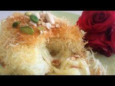 Hello les amis, aujourd'hui je vous propose la recette de Konafa est un dessert traditionnel arabe dont l'origine est communément attribuée à la ville de Naplouse en Cisjordanie. La base de ce dessert est constitué de pâte phyllo râpée, se présentant sous forme de cheveux d'anges longs. Il en existe différentes variantes. Celle que je vous propose, se présente sous forme d'un nid de cheveux d'anges, enrobée de sirop, garni de Mozzarella et décorer par des fruits secs concassés.