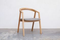 UUチェア ナラ材 HOLLY1PLAIN-02 Wishbone Chair, Chair Design, Dining Chairs, New Homes, Furniture, Home Decor, Dining Chair, New Home Essentials, Interior Design