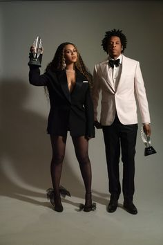 Beyonce Knowles and Jay-Z to accepted the Vanguard Award at the Annual GLAAD Media Awards on Thursday (March in LA. The couple took the stage to Beyonce E Jay Z, Estilo Beyonce, Beyonce Fans, Beyonce Style, Beyonce Knowles Carter, Rihanna, Celebrity Couples, Celebrity Style, Beyonce Instagram