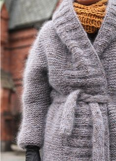 knit coat... I love big, thick warm sweaters! This one looks like heaven to snuggle up in!