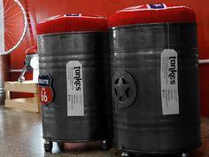 Stools made with 20 gallons metal containers. Taburetes, creados con tankes de 30 litros.