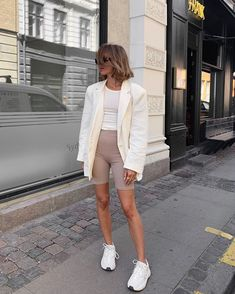 80 Trendy Athleisure Outfit Style Suggestions Visit for more women's athleisure outfits summer athletic fashion spring Short Outfits, Summer Outfits, Casual Outfits, Cute Outfits, Look Fashion, Fashion Outfits, Womens Fashion, Fashion Spring, Modest Fashion
