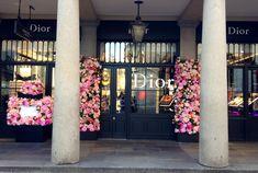 Dior Flowers, Flower Installation, Bridesmaid Dresses, Wedding Dresses, Table Decorations, Design, Home Decor, Bridesmade Dresses, Bride Dresses