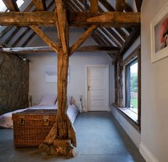 18th-Century Barn Remodel Combines Salvaged Materials, Modern Technology - http://freshome.com/18th-century-barn-remodel-england/