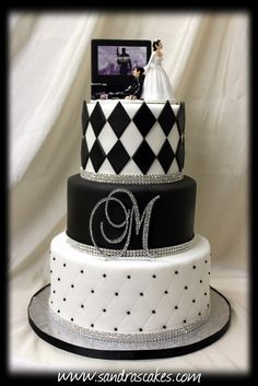 Sandra's Cakes: wedding cakes - http://sandrascakes.blogspot.co.uk/search/label/wedding%20cakes#