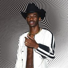 For proof that viral fame can lead to bona-fide stardom, look no further than Atlanta rapper Lil Nas X. Country Fashion, Country Outfits, Outfits Fiesta, Cowboy Outfits, Jada Pinkett Smith, Young Thug, Influential People, Billboard Hot 100, Famous Singers