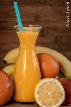 Smoothie z mango, pomarańczą i bananem.