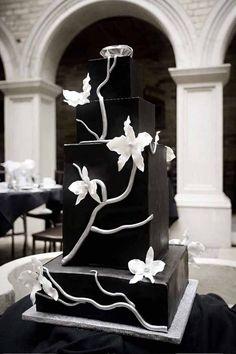 ► Fuerte pastel de boda en blanco y negro con diseño de flores. #pasteles #bodas