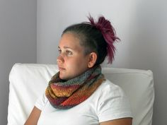 A really fast and easy scarf you'll finish in no time! Especially lovely when knitted with gradiant yarns or with handspun: it is perfect to show the beauty of a textured yarn. The +: bias construction prevents the edges from rolling! Presented in three variations, this useful scarf will add joy to your life!