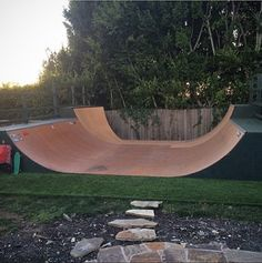 Don´t we all wish this could be our backyard? Don´t we all wish this could be our backyard? Scooter Ramps, Bmx Ramps, Skateboard Ramps, Skateboard Design, Skateboard Room, Scooter Scooter, Backyard Skatepark, Byron Bay Beach, Mini Ramp