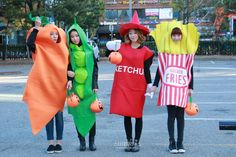 An alternative MELODY DAY. Yeoeun is a carrot, Chahee the pea, Ahn Ye-in the ketchup bottle (of course she is!) and Na Yoo-min is the carton of fries. Now that is a lovely meal I wouldn't mind tucking into. More sauce please! Vegetable Costumes, Korean Girl Groups, Fries, Kpop, Vegetables, Celebrities, Cute, Image, Ketchup