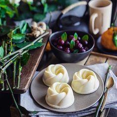 #felizviernes con esta #pannacotta de andychef.ru #cook #foodlover #food #foodporn siempre es un postre blanco como la nieve muy delicado y denso. Por lo general consiste en gelatina crema de leche y la vainilla. Pero se puede ir un poco más allá y para preparar algo más elegante y refinado. Y si cree que este postre un poco demasiado pesada en calorías eso es lo que vamos a cambiar. Vamos a empezar con el hecho de reducir la cantidad de gelatina por lo que el postre aún más suave y nos da…