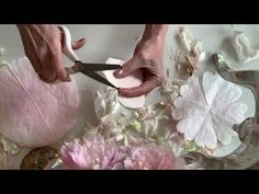 Crepe Paper Flowers Tutorial, How To Make Paper Flowers, Giant Paper Flowers, Diy Flowers, Flower Diy, Tissue Flowers, Fake Flowers, Flower Ideas, Coffee Filter Roses