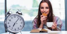 Intermittent fasting can be done in a number of ways. Here is a practical how-to guide to the 2 most popular types of intermittent fasting, which are. Omad Diet, Best Keto Diet, Health Diet, Ketogenic Diet, Brain Health, Ideas Desayunos, Intermittent Fasting Coffee, Smoothies, Fat Burning Tips