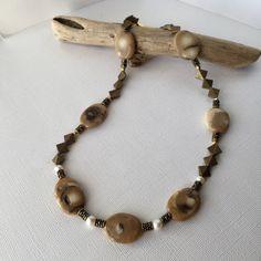 私の Etsy ショップからのお気に入り https://www.etsy.com/jp/listing/492146120/white-coral-statement-necklace-pearl-and