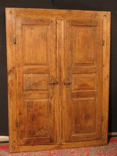 ANCIENNE PAIRES DE PORTES D'ARMOIRE  AVEC BATI 18 ème en chêne façade placard