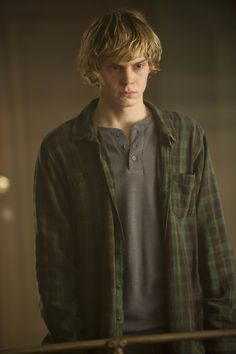 American Horror Story, Sezon: Evan Peters (Tate Langdon) for kids Tate And Violet, American Horror Story Coven, American Story, Leonardo Dicaprio, Tate Y Violeta, Tate Ahs, Rapper, Ali Larter, Blu Ray