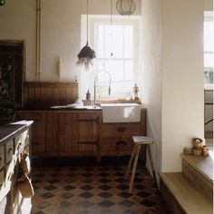 The units in the image above are made from reclaimed wood. Combined with original tiled flooring and a butlers sink, a warm rustic feel is created.