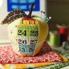How cute is this apple pin cushion? think my felt food patterns...
