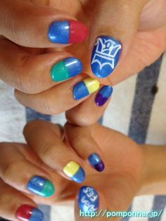 Nail marked with five fingers the theme color of the other members of Arashi    嵐のメンバーのテーマカラーを五本の指につけたネイル