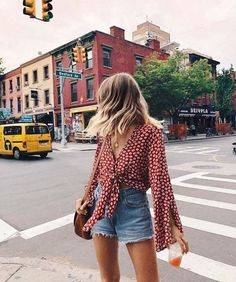 Stylish and chic ways to style your shorts this summer Summer Shorts Outfits, Trendy Summer Outfits, Short Outfits, Spring Outfits, Cool Outfits, Casual Outfits, Outfits With Jean Shorts, Casual Summer Clothes, Outfit Ideas Summer