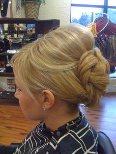 Love Love Love the poof! Oh def am idea for tays wedding! #BouffantHairClassy