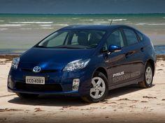Toyota Prius (Foto: Divulgação) Passando a usufruir da redução de impostos para veículos híbridos, a Toyota anunciou a redução de preço do Prius. O modelo chega a linha 2015 R$ 9.830 mais barato, passando de R$ 120.830 para R$ 111 mil. A redução no preço final foi de 8,2%. Vale lembrar que o Prius teve taxação reduzida de 35% para 4% do imposto de importação.