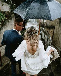 """Víťa Malina, fotograf na Instagramu: """"Můžeš mít v batohu @peakdesignczsk pláštěnku na foťák , ale když začne pořádně lejt, tak stejně není čas nad něčím přemýšlet a prostě fotíš…"""" Girls Dresses, Flower Girl Dresses, Wedding Photography, Wedding Dresses, Instagram, Fashion, Dresses Of Girls, Bride Dresses, Moda"""