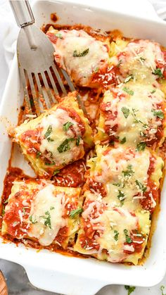 Spinach-Lasagna-Roll-Ups is a fast, easy dish that can be vegetarian or have meat added. From foodiecrush (easy pasta sauce lasagna rolls) Lasagne Roll Ups, Vegetarian Lasagna Roll Ups, Vegetarian Recipes, Healthy Recipes, Healthy Lasagna, Easy Dinner Recipes, Pasta Recipes, Easy Meals, Cooking Recipes