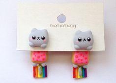 Joli chat Nyan Neko s'accrochant boucles d'oreilles par momomony