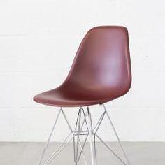 Nieuwe Vitra Eames Plastic Chair