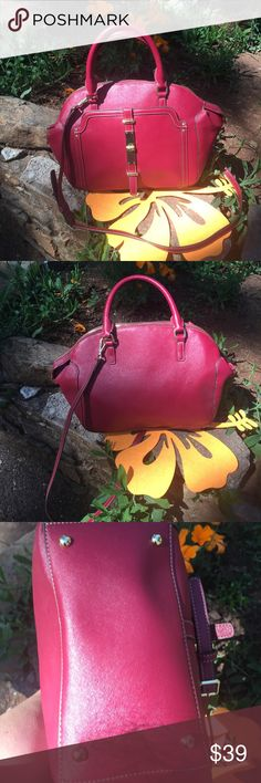 Nine West Large Satchel with crossbody strap Beautiful Nine West purse in very good condition.  Has removable crossbody strap.  Has front snapped pocket.  Interior has one zippered and two open pouches.  The rest is open.  Is in like new condition. Nine West Bags Satchels
