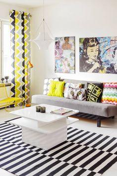 Olohuoneen tyynyjen ja verhojen kirjavuus kuvaa Berliinin eloisuutta ja värikkyyttä. Matto on Ikeasta, verhokangas Eurokankaasta ja tyynyt Elloksesta sekä H&M Homesta.