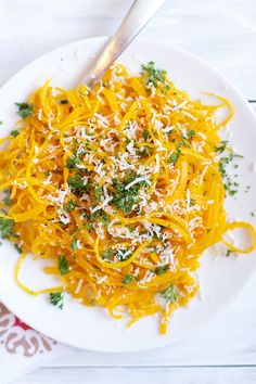 This Butternut Squash Pasta is SO easy to make and is a delicious and light dinner alternative for traditional pasta. A fun way to eat butternut squash.