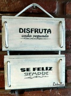 Cuadro en madera reciclada de dos paneles Wood Crafts, Diy And Crafts, Small Porch Decorating, Decoupage Vintage, Christian Gifts, Wood Toys, Handmade Decorations, Wall Signs, Home Deco