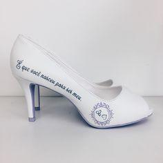 Wedding shoes ♥ Bride shoes ♥ Sapato de noiva ♥ #lapupa #bride #weddingshoes #shoes #handmade #handpainted #bride #vestidodenoiva #art #artshoes #brideshoes #weddingshoes #noiva #sapatodenoiva #wedding #inspiration #design #designshoes #bridal #bridalshoes #casamento #sapatos #sapato www.lapupa.com.br