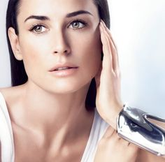 Demi Moore uses juicing as part of her diet regime, which is why she still looks fabulous.      Juicing raw fruits and vegetables is a great way to a healthier lifestyle, it can help to detoxifying your body and also help with weight loss.    For more information about this diet, please click on the following link:      http://www.whatsthebestdietfor.com/juicing-for-weight-loss/