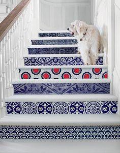 gracioso...para renovar escaleras aprovechar azulejos