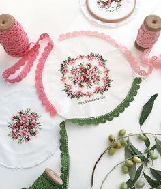 Ben yokken annem yine döktürmüş 💓 Peki siz ne düşünüyorsunuz kenar danteli ne renk olmalı ??????? Cross Stitching, Cross Stitch Embroidery, Hand Embroidery, Purple Dress Casual, Palestinian Embroidery, Decorative Towels, Bat Sleeve, Cross Stitch Rose, Bargello